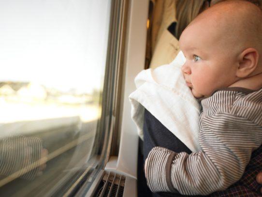 viaggio treno neonato