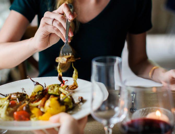 La donna ha più fame quando è felice. Ecco perché