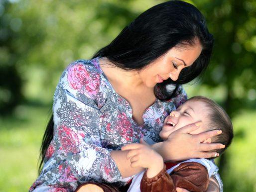 Gli abbracci fanno bene al tuo bambino