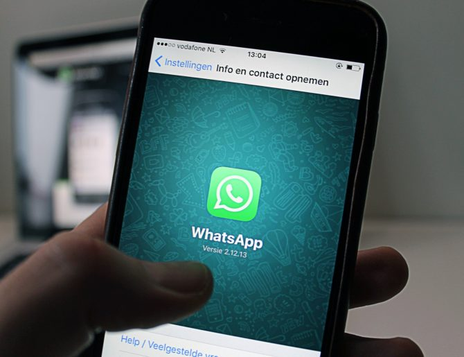 Virus su WhatsApp infetta il telefono e permette di spiare i tuoi dati