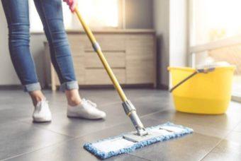 Come eliminare il cattivo odore che resta sul pavimento dopo averlo lavato