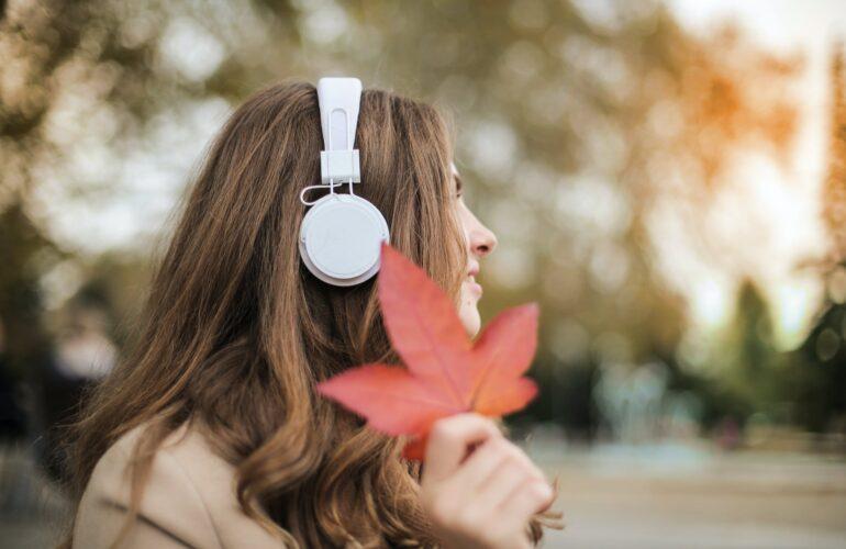 Caduta capelli in autunno: rimedi naturali