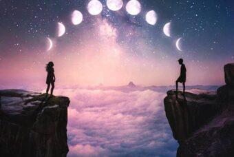 "Pensieri scritti a mano, la poesia: ""Ognuno di noi è una Luna"""